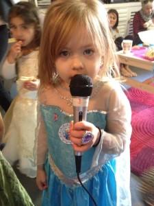 Seraphine singing
