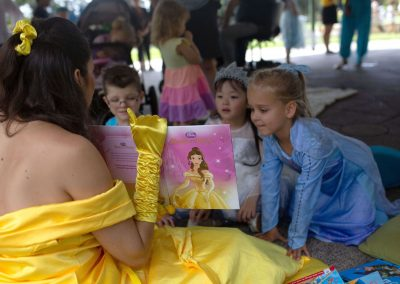 Belle kids entertainer storytelling with kids